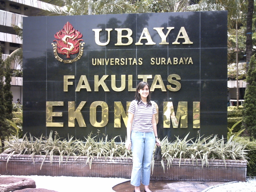 University Surabaya (c) Charlene Vodegel 2006