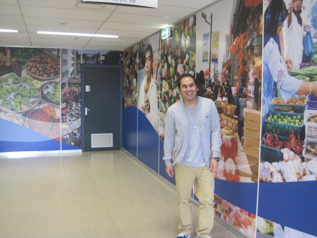 Gino van Lingen in de Westvleugel van de Hogeschool Rotterdam. (c) Charlene Vodegel/ Indisch 3.0 2102.
