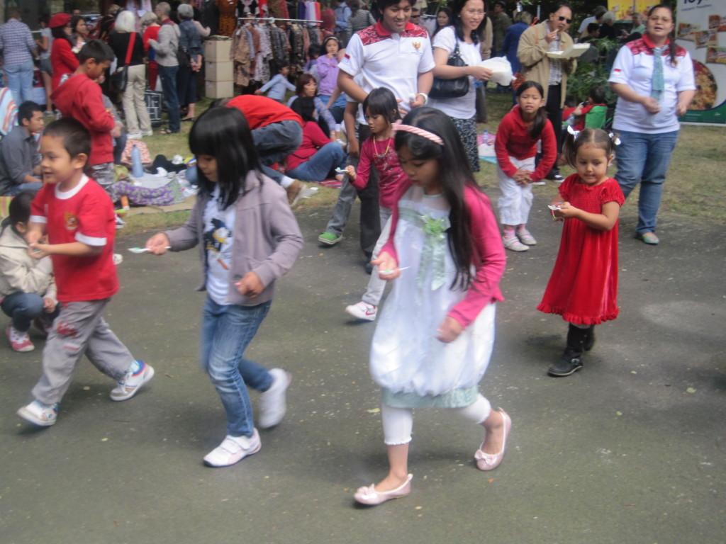 PestaRakyat2012I3-2– Kinderen tijdens een van de activiteiten – Foto: Charlene Vodegel /  Indisch 3.0 2012