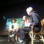 """Fridus Steijlen (KITLV) interviewt documentaire maakster Dewi Staal en haar tante Marleen (links) over de documentaire """"Het verhaal uit de koffer."""" op de Tong-Tong Fair."""