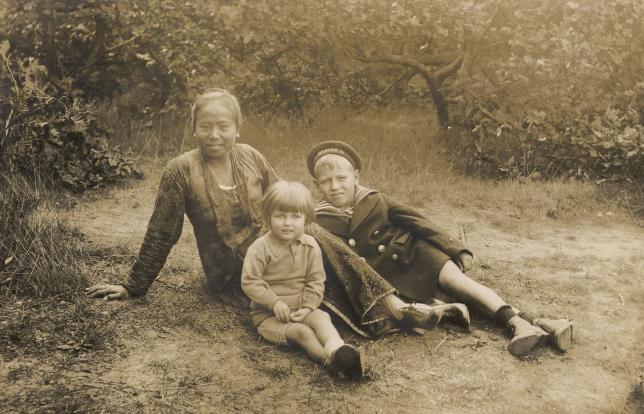 Foto zoekt verhaal #3: Meisjes met zwarte haren