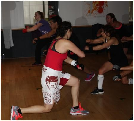 Sandy geeft les in Body combat / Foto: Sandy Kasifa