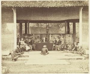 Landraad van Pati, een van de regionale rechtbanken op Java (1867). Collectie KITLV, Image Code 110162