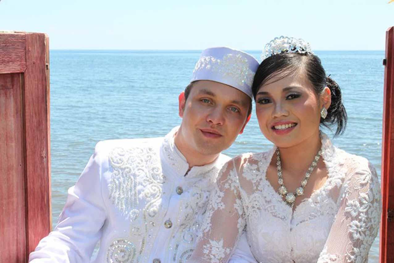 Jonge Indo's in de Liefde: Maya & Johnny