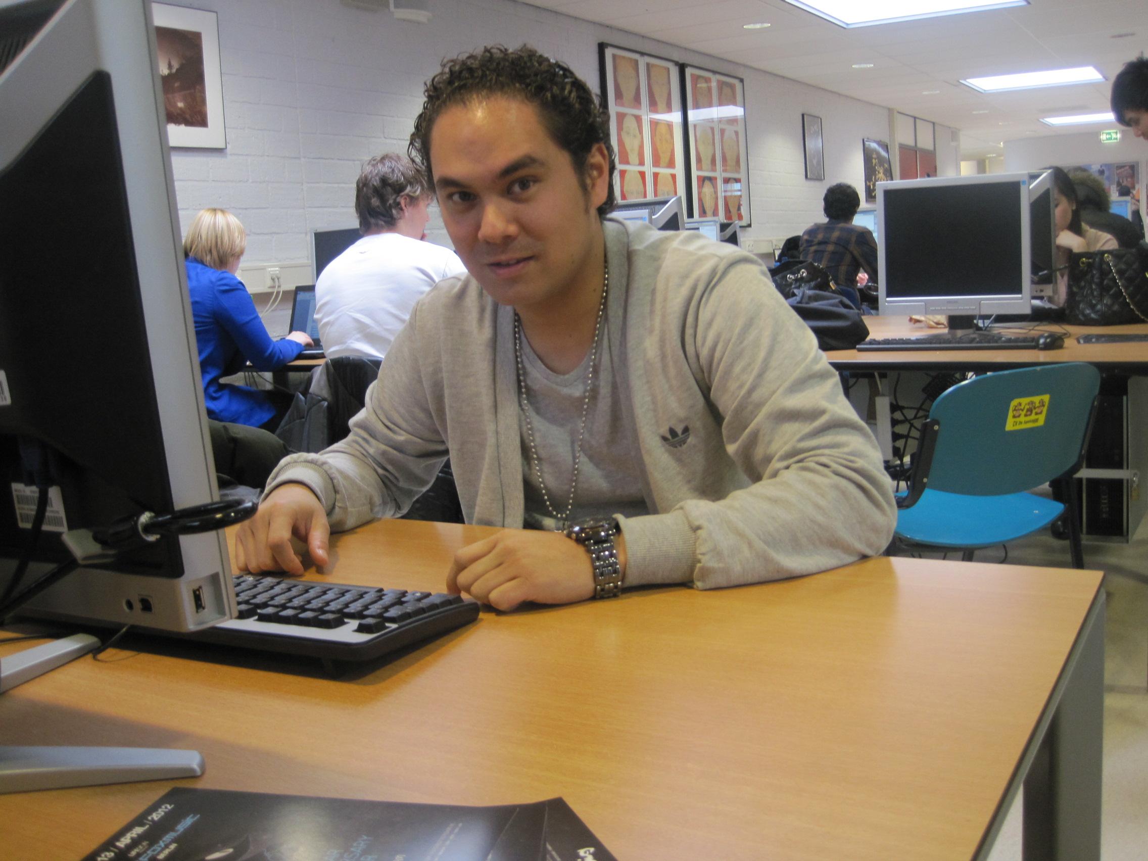 Scriptie schrijven - Gino van Lingen. (c) Charlene Vodegel/ Indisch 3.0 2012.