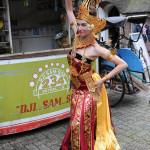 Traditionele kledij bij danseres Aafke de Jong @ Taman Indonesia © Tabitha Lemon/Indisch 3.0 2012