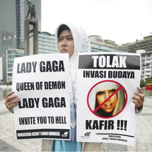 Protesten tegen Lady Gaga's concert. Foto: blog.zap2it.com
