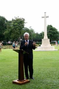 Ambassadeur Joan Boer speecht tijdens de plechtigheid op Kanchanaburi.